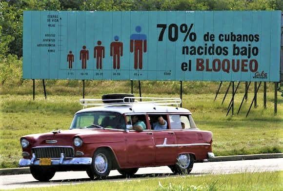 Cartellone all'Avana contro il Bloqueo