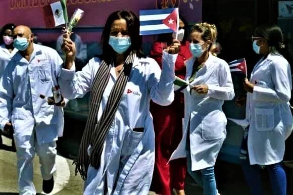Brigata medica cubana che rientra dal Messico