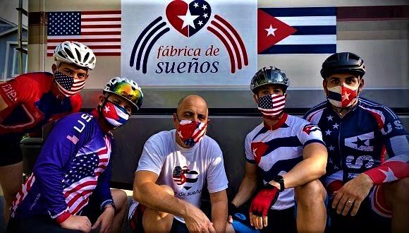 Al centro il professore cubano-americano Carlos Lazo