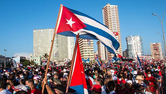 Manifestazione a favore del Governo Socialista di Cuba