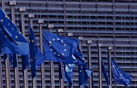L'Europa va oltre la linea di ingerenza